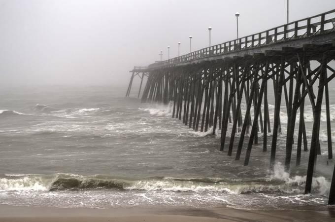 Kure beach pier during storm imgp2620 2 for Kure beach pier fishing report