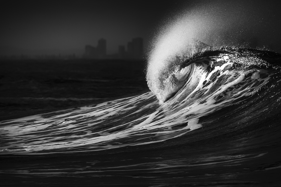 Curling wave courtesy of cyclone Sandra off Snapper Rocks on Queensland\'s Gold Coast