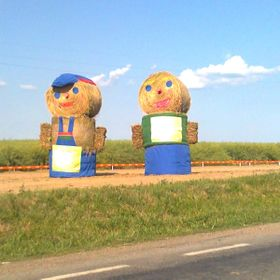 A very interesting couple,made by bales of strow. Somewhere in Moldavia,in the east of Romania.