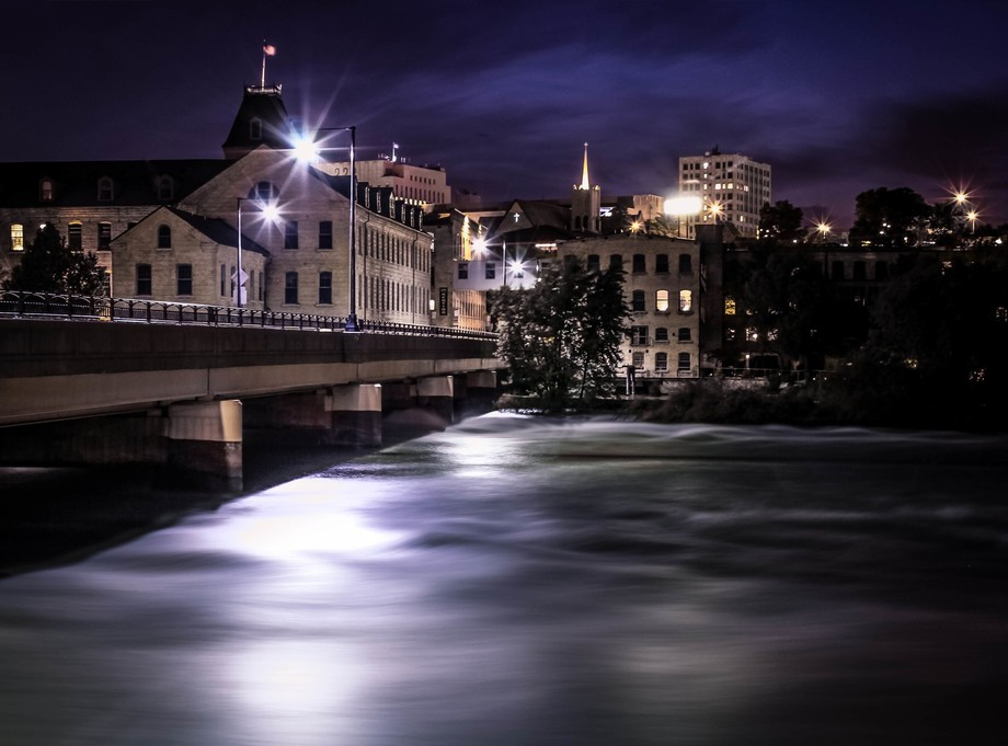 A peaceful night-time photo-op along the fox river.