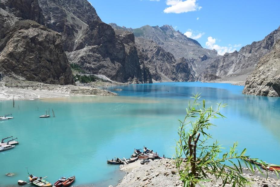Ataabad_lake_GB_Pakistan_Summer