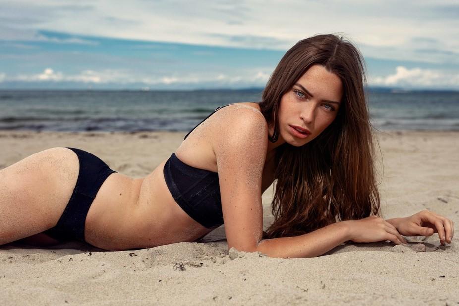 The model is Astrid Adelheid
