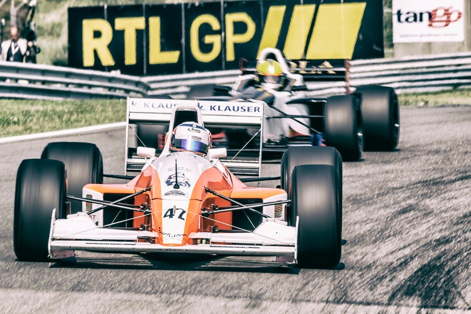 Old Formule 1 cars on track