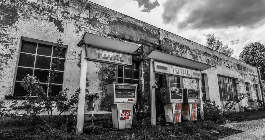 Abandoned Petrol Station_b&w_colour
