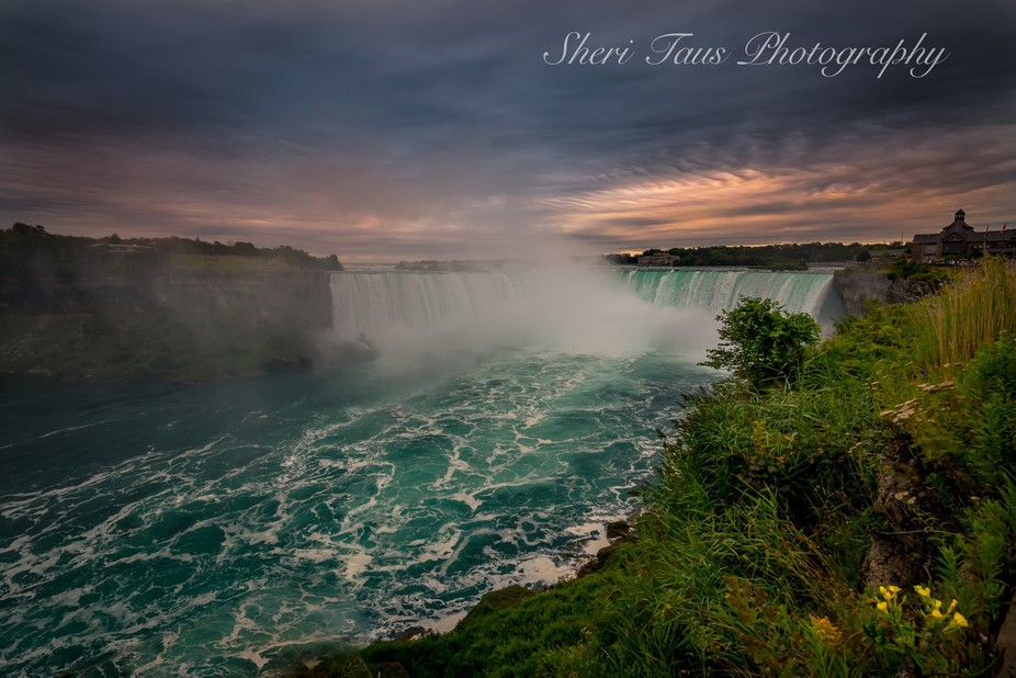 The beauty and power of Niagra Falls!!
