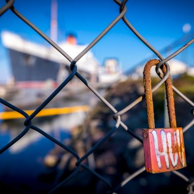 Long Beach, Queen Mary and lock on the fence