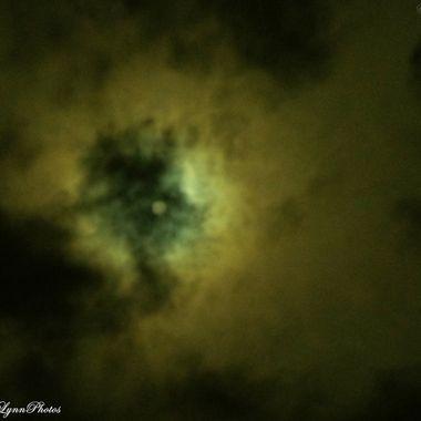 Super Moon hinding