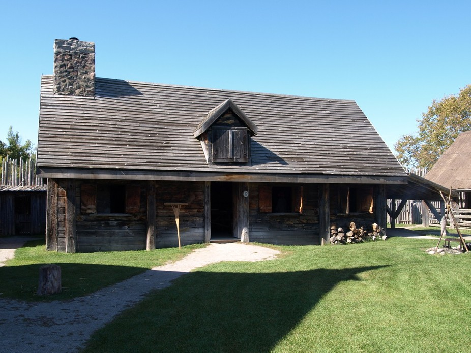One of the main settlers dwelling hand crafted on the site of the Canadian setters encampment fort.